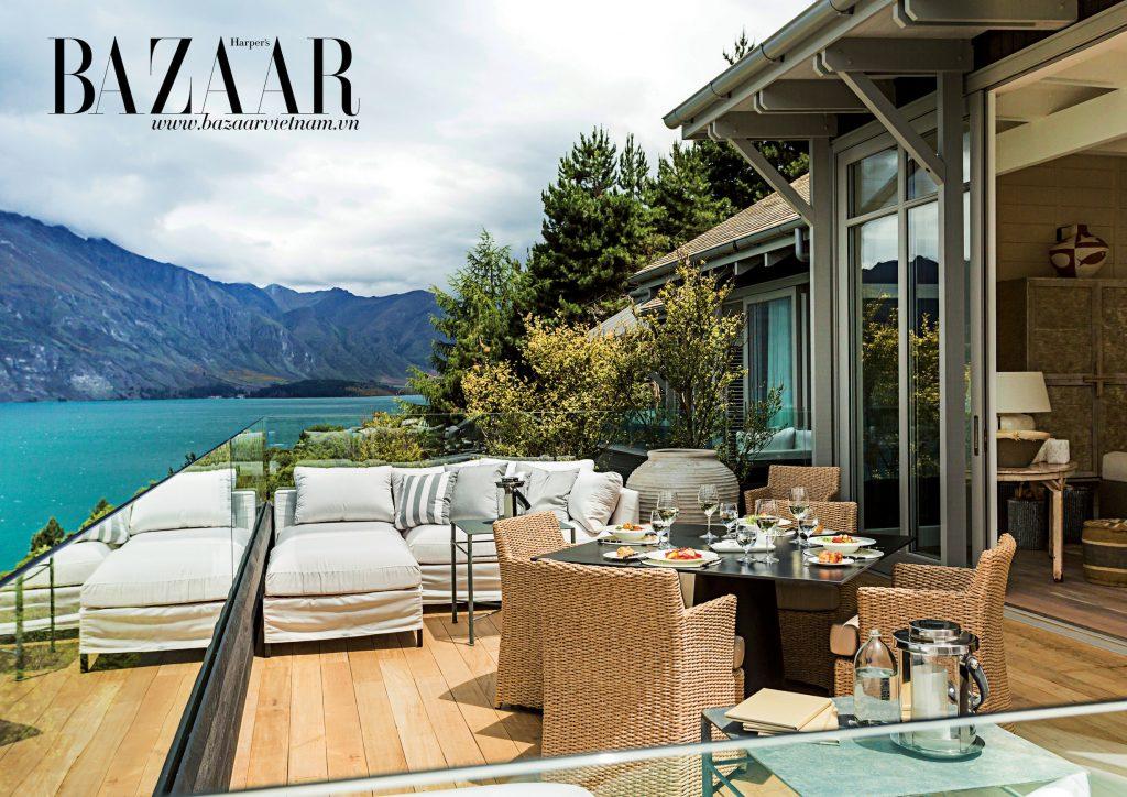 Khu vực terrace ăn tối với hướng nhìn ra dãy The Remarkables tại Matakauri