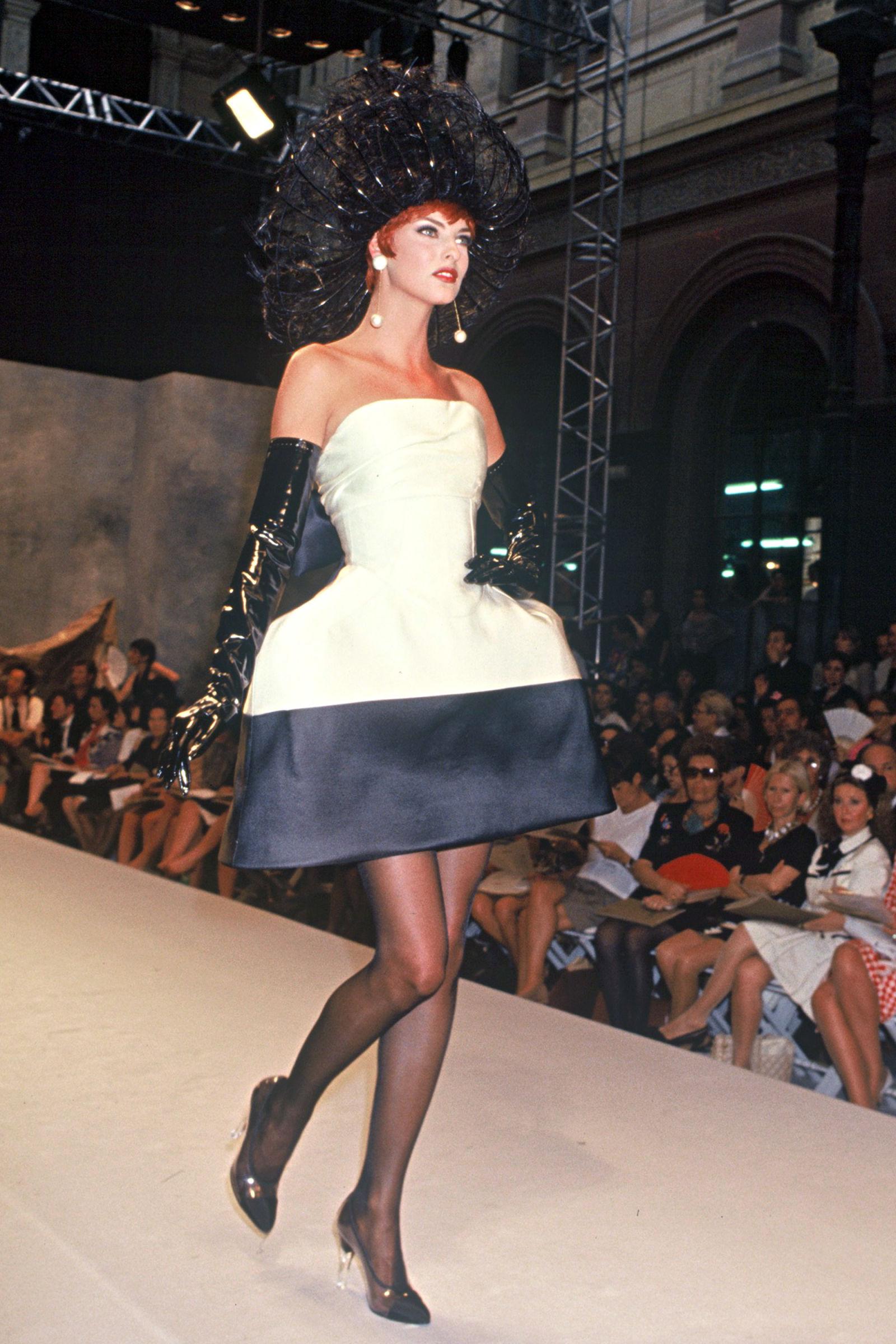 Linda Evangelista trong trang phục Chanel, 1992