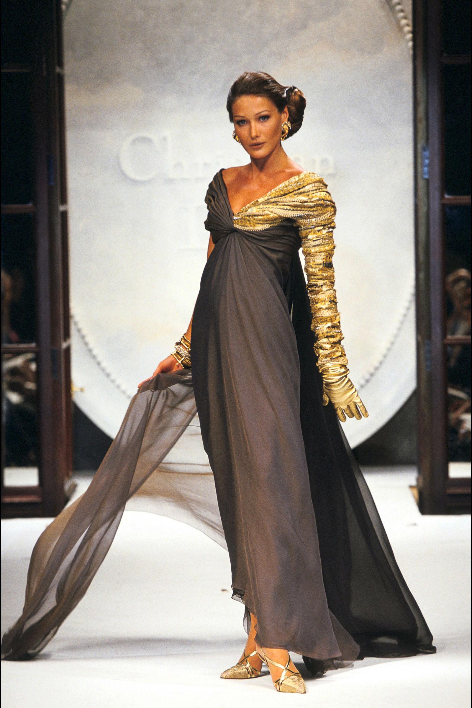 Carla Bruni trong trang phục Dior, 1992