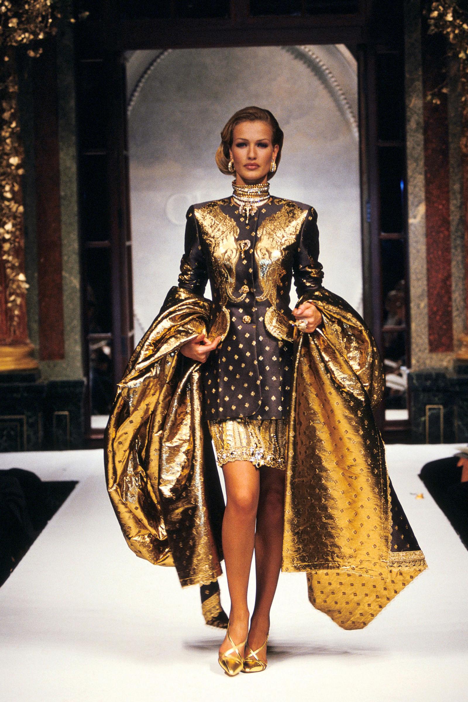 Karen Mulder trong trang phục Dior, 1992