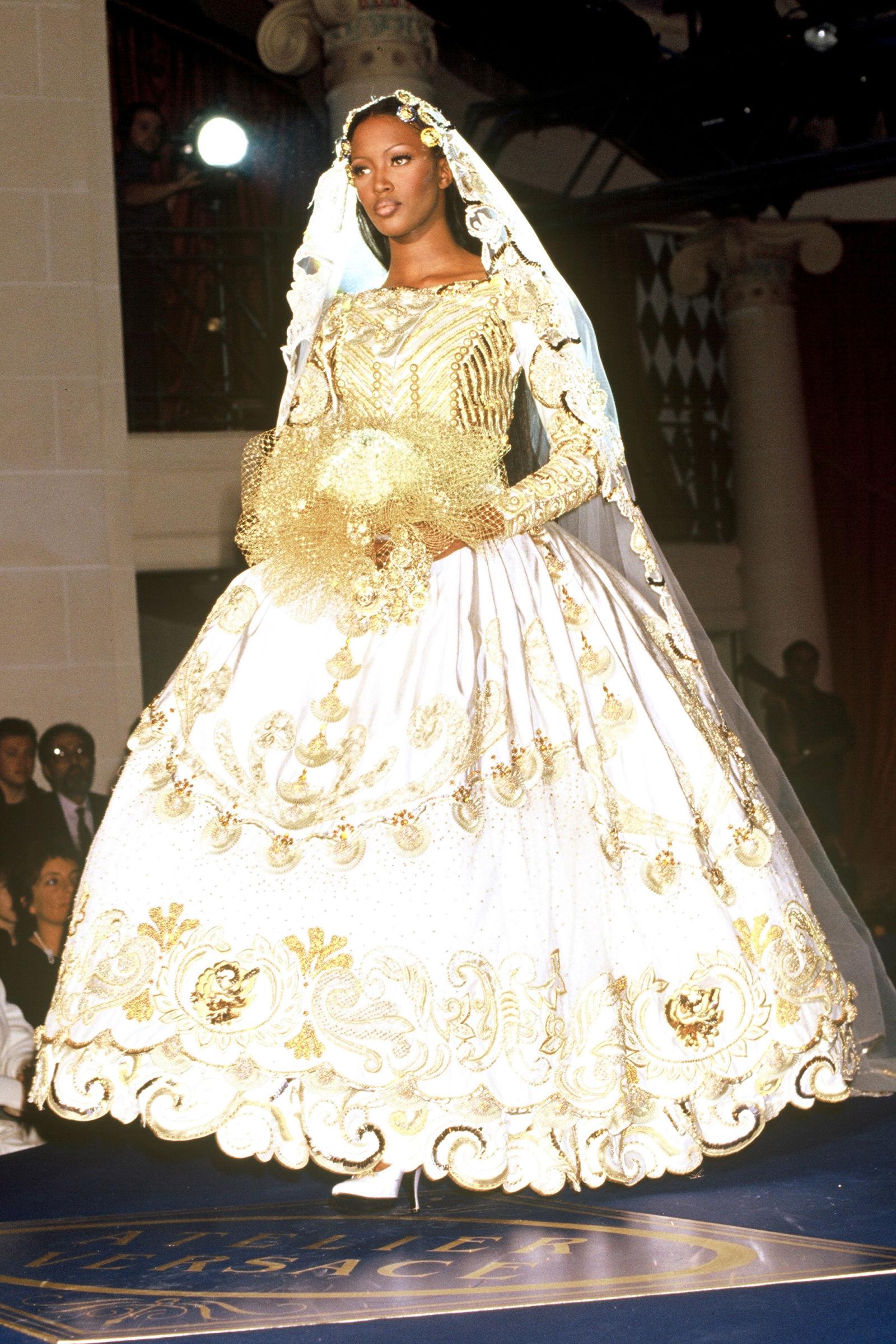 Naomi Campbell trong trang phục Versace, 1992