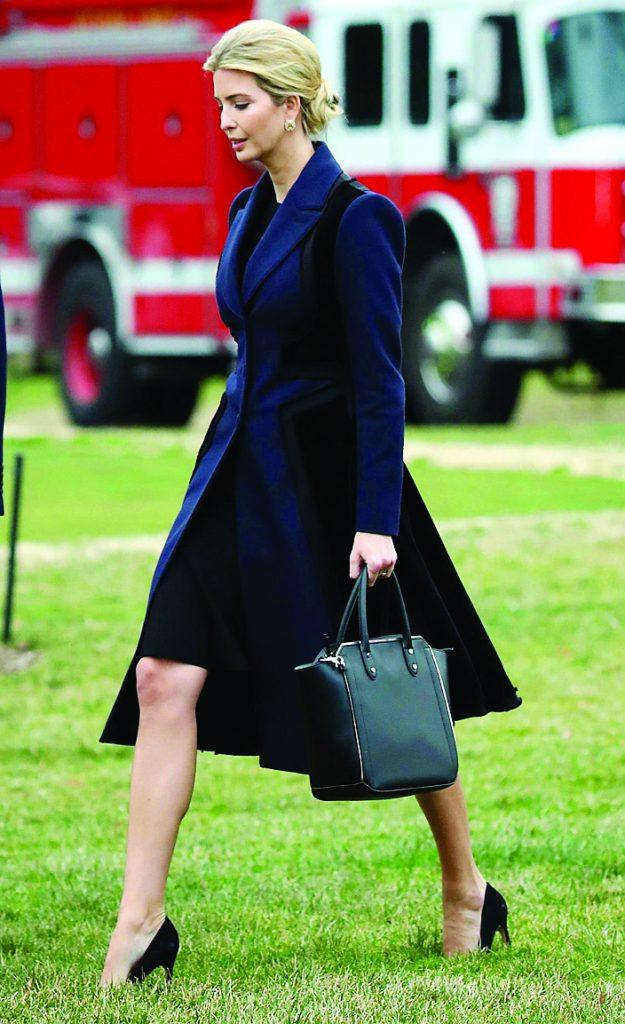 Áo khoác dạng vest thanh lịch của Altuzarra được cô lựa chọn