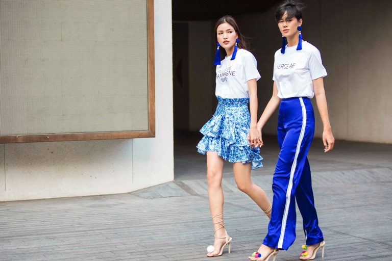 Nhẹ nhàng cùng cô bạn thân - người mẫu Chà Mi với tông xanh của NTK Katie Nguyễn.