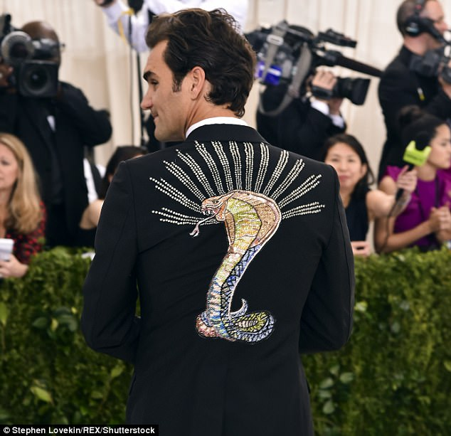 3fdc1e5200000578-4469002-roger_federer_wore_a_tuxedo_featuring_an_embroidered_crystal_kin-a-11_1493802598923