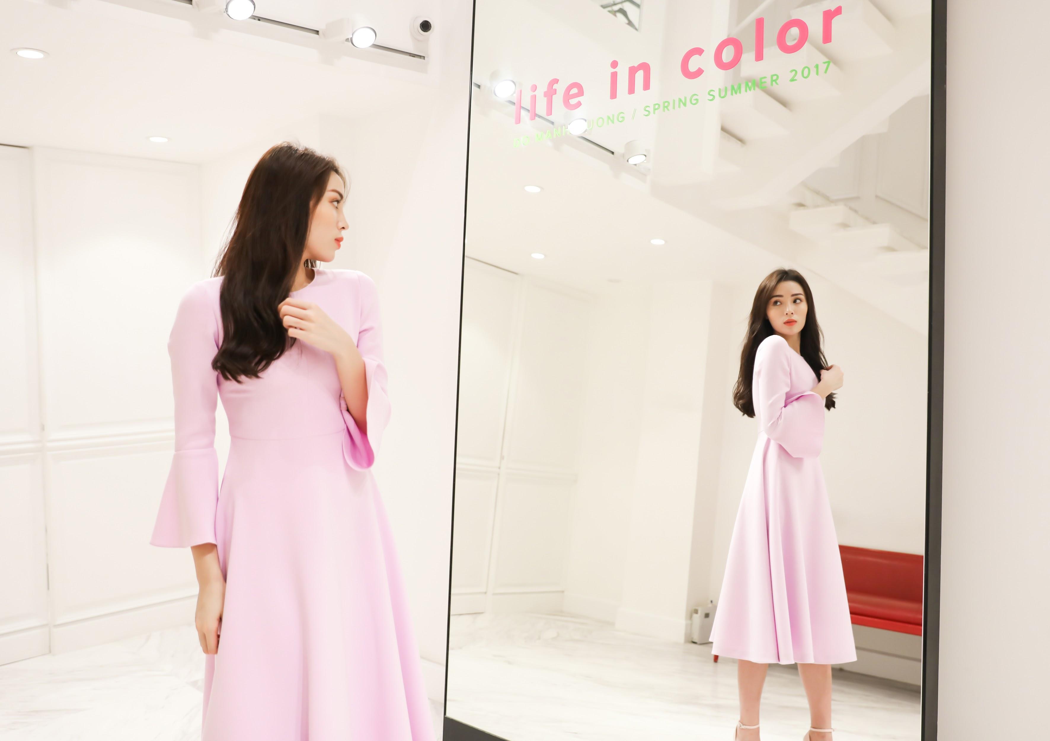 Với tông hồng pastel trang nhã, chiếc áo mang đến hình ảnh một Kỳ Duyên đầy dịu dàng và nền nã.
