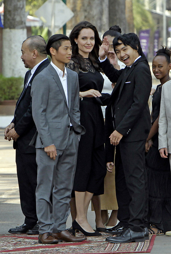angelina-jolie-kids-first-official-outing-since-brad-pitt-split-cambodia-feb-18-2017-5