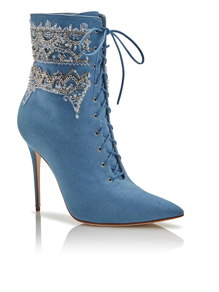 rihanna-manolo-blahnik-shoes-03