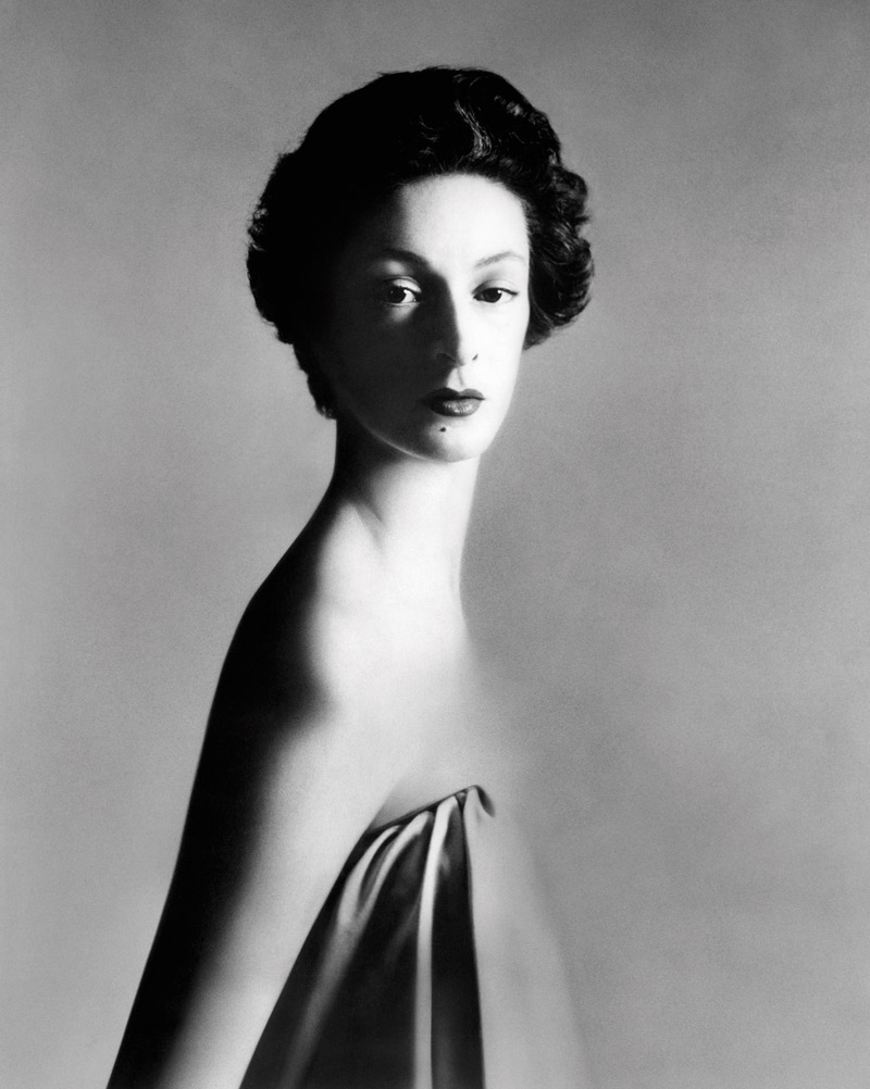 Marella Agnelli, New York (12/1953). Ảnh chụp bởi Richard Avedon
