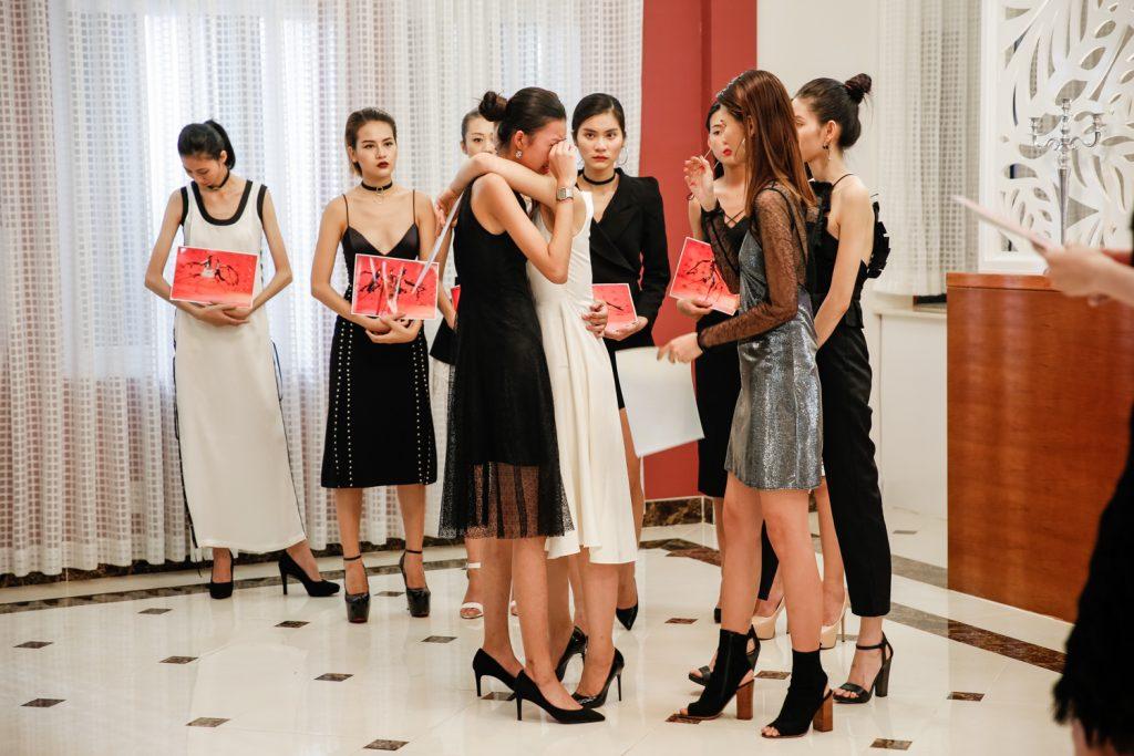 Thí sinh chiến thắng tại cuộc thi Top Model Online – Phương Oanh đã bị loại và rời khỏi cuộc thi