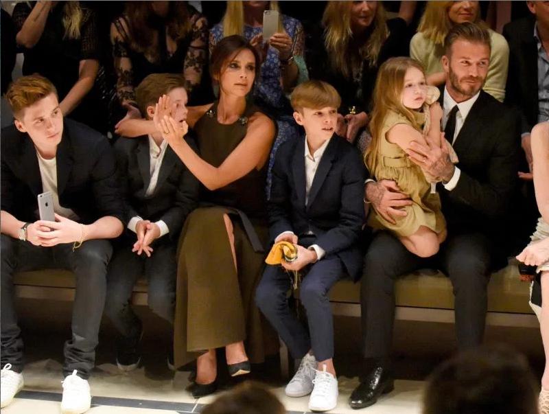 Gia đình Beckham luôn khiến giới truyền thông vàmạng xã hội dậy sóng khi xuất hiện cùng nhau
