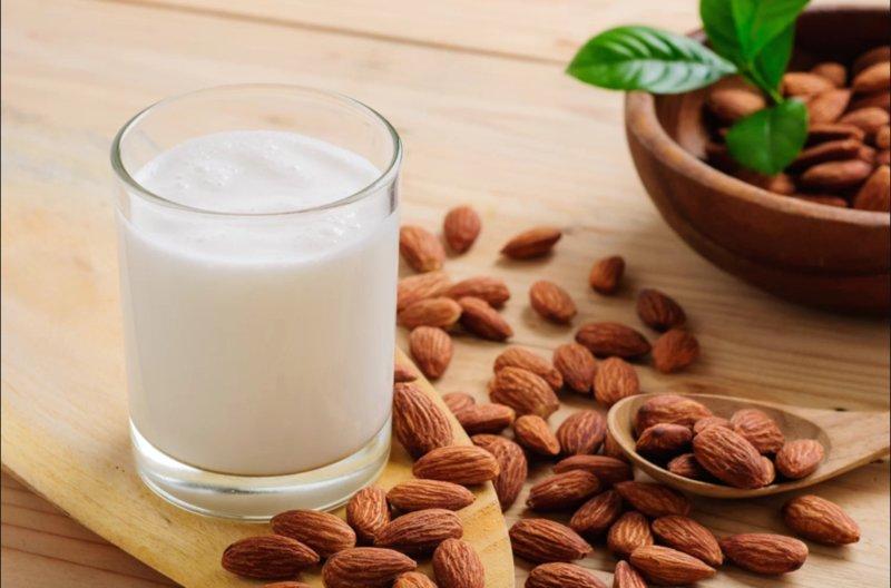 Uống gì để cải thiện giấc ngủ? Sữa hạnh nhân