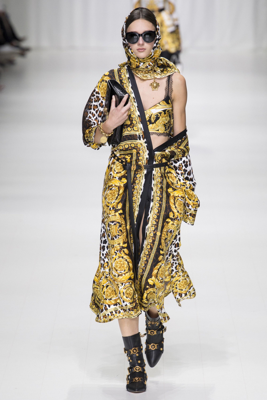Một thiết kế trong BST Versace Xuân Hè 2018