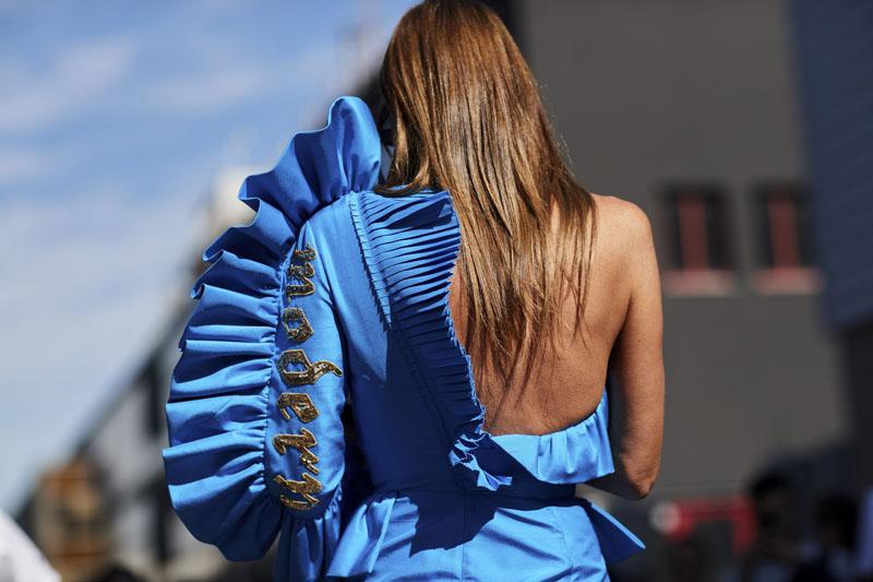 Mẫu áo có thiết kế đặc biệt của fashionista Anna Dello Russo.
