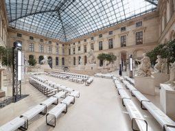 BST Thu Đông 2017 của Louis Vuitton – Cuộc di cư tại bảo tàng Louvre