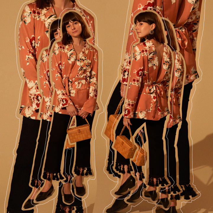 Blazer Zara; quần Reformation; giày H&M; túi vintage.