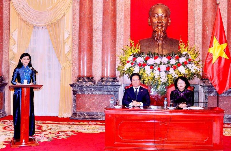 Doanh nhân Thuỷ Tiên phát biểu tại phủ chủ tịch