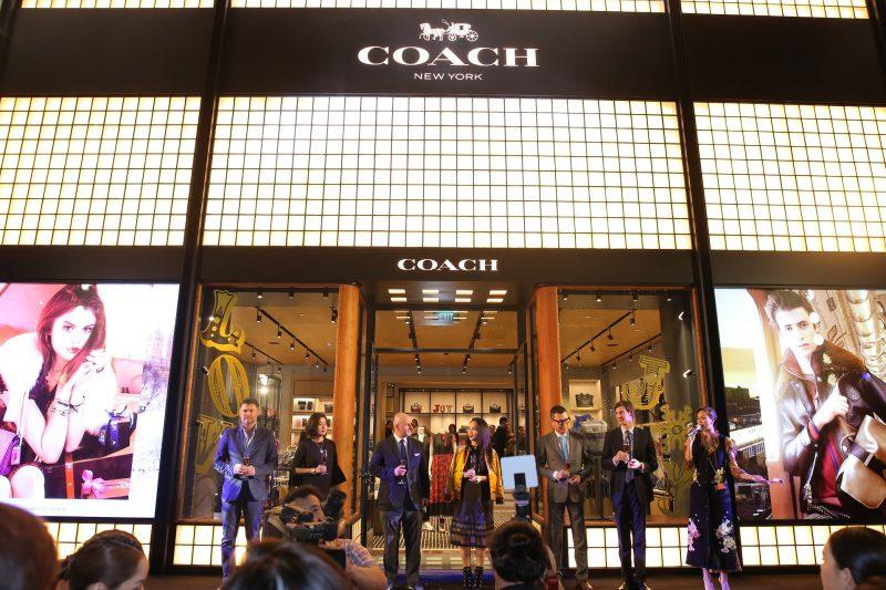 coach khai truong cua hang flagship 02