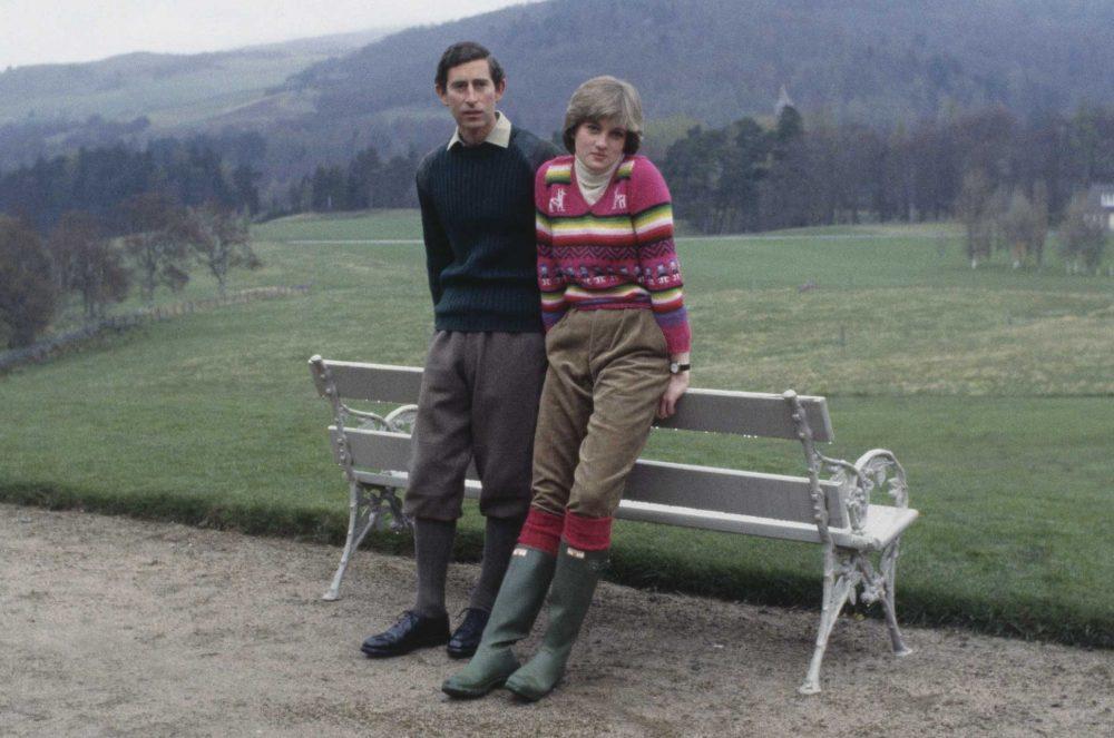 Cố Công nương Diana kết hợp quần nhung sọc tăm với đôi ủng Hunter