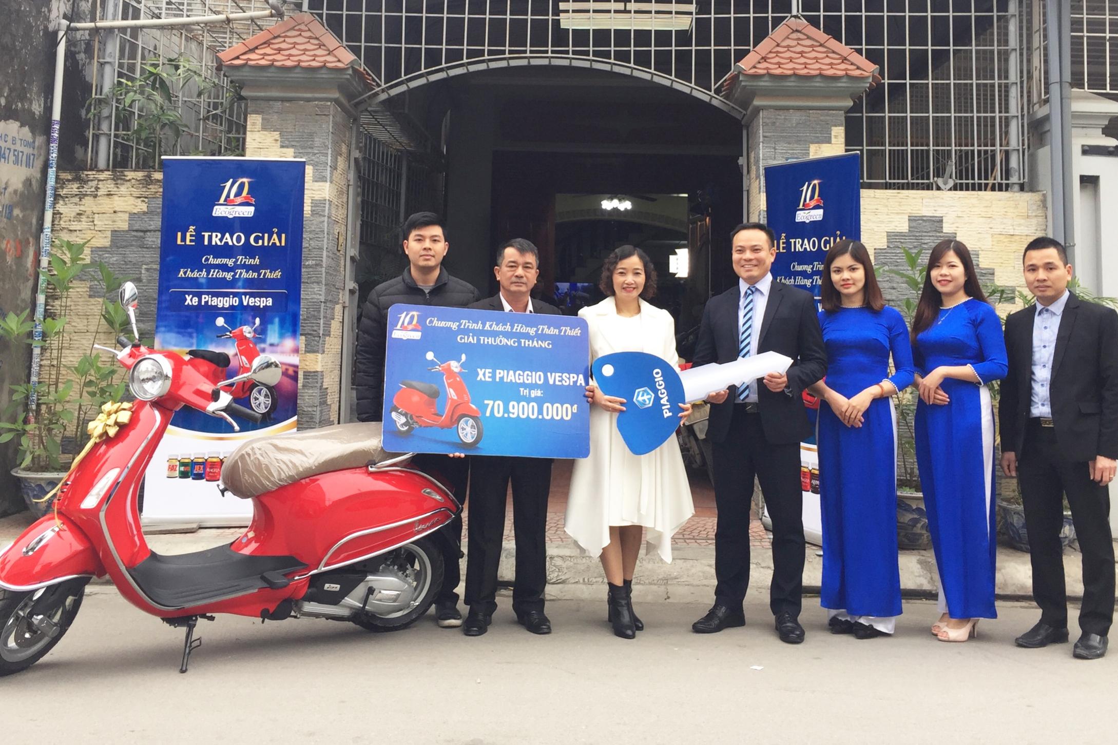 Với mã số từ sản phẩm Sâm Angela Gold, chị Hoan (TP. Hải Phòng) đã trở thành chủ nhân xe Vespa tháng 12 trong chương trình Khách Hàng Thân Thiết Ecogreen