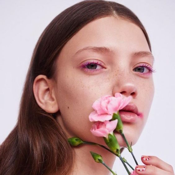 Vì sao bạn nên dùng dầu để dưỡng da mặt?