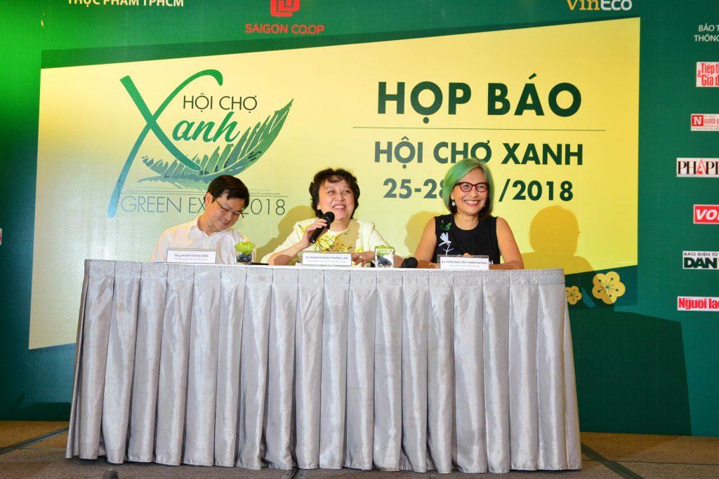 Từ trái qua: Ông Phạm Trung Kiên – Phó Tổng Giám đốc Sài Gòn Coop; PSG  Tiến Sĩ Phạm Khánh Phong Lan, Trưởng Ban Quản lý An Toàn Thực phẩm TPHCM; và bà Trần Nguyễn Thiên Hương, trưởng ban tổ chức Hội chợ Xanh.