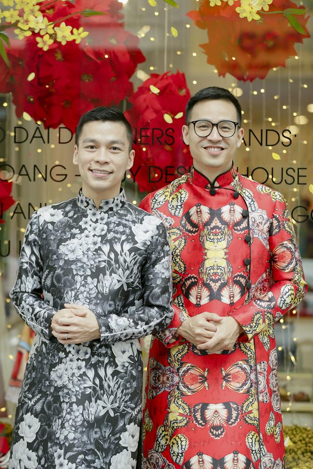 NTK Adrian Anh Tuấn và Doanh Nhân Sơn Đoàn nổi bật trong BST áo dài mới nhất.