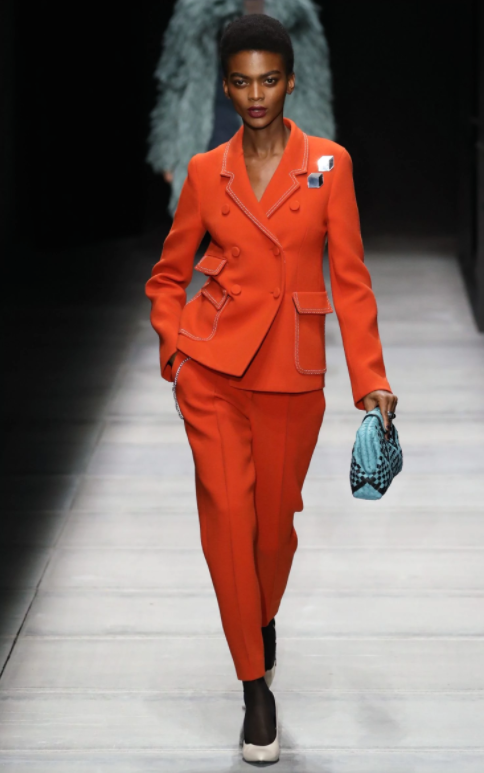 Mùa mốt tới, hãy biến những ngày làm việc trở nên thú vị hơn với bộ suit rực rỡ từ Bottega Veneta.