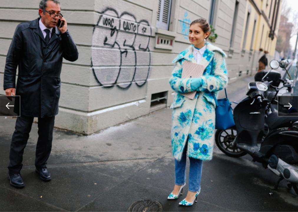 Jenny Walton với áo khoác Prada và túi Mansur Gavriel