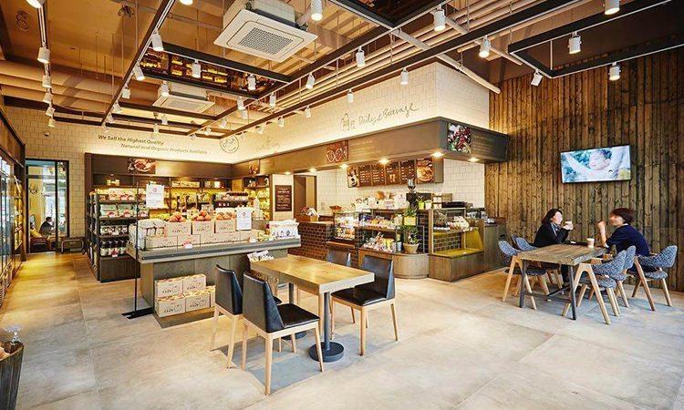 Một hàng ăn ấm cúng tại SSG Cheongdam.