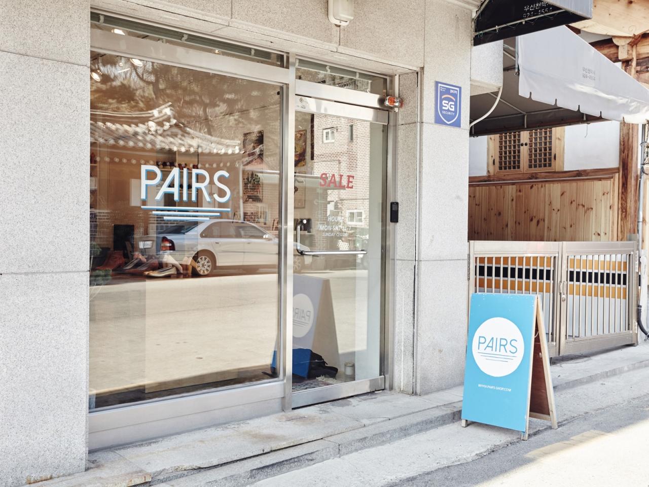 Cửa hàng Pairs nhìn từ bên ngoài.