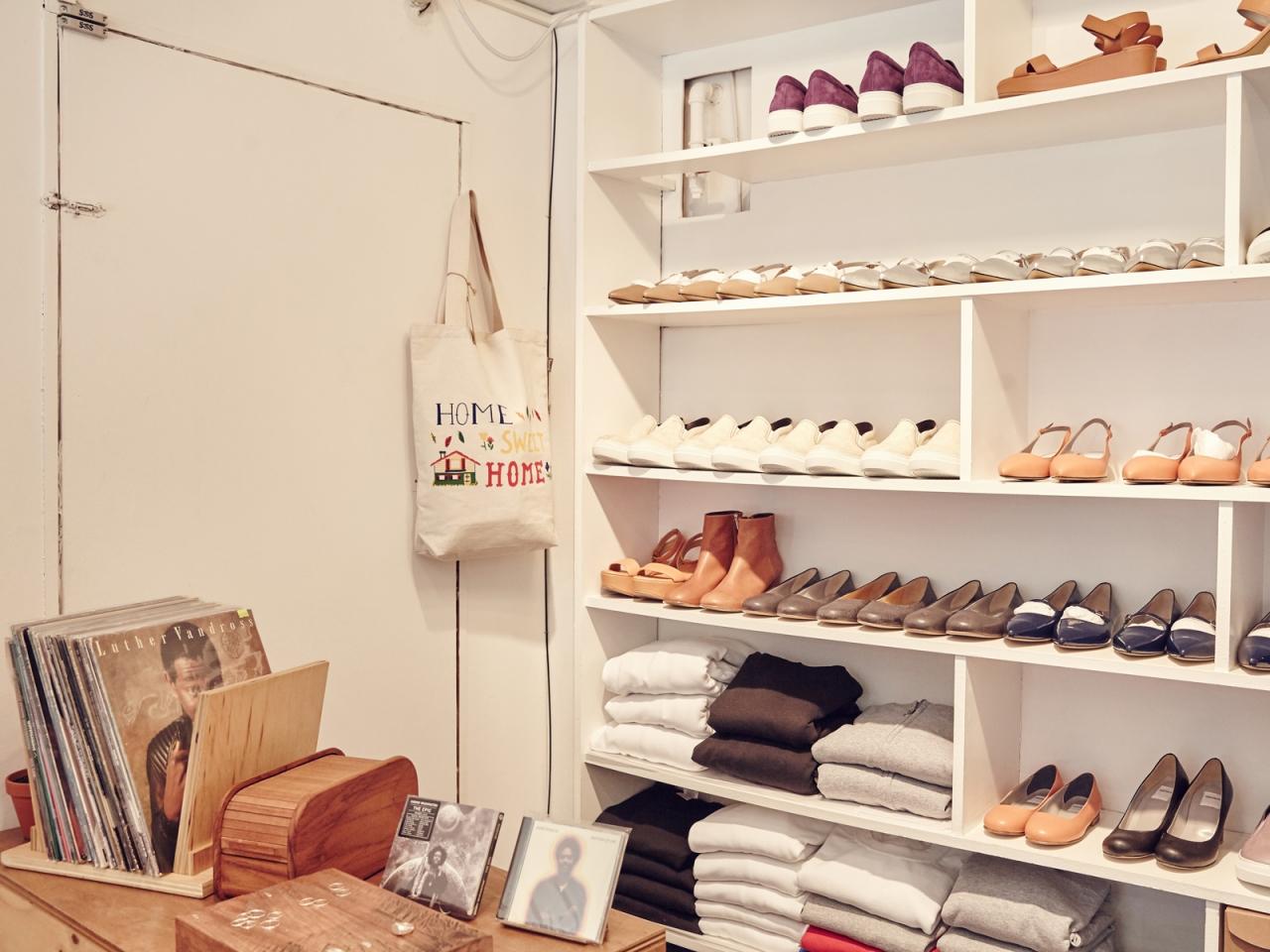Pairs tập hợp mọi thứ mà giới trẻ yêu thích, từ áo phông logo, giày boots cho đến sneakers.