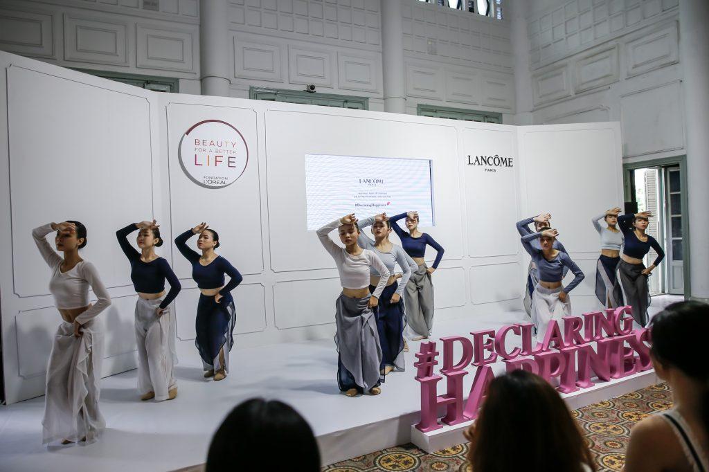 Màn múa đương đại của các nữ học sinh trường múa TP Hồ Chí Minh.