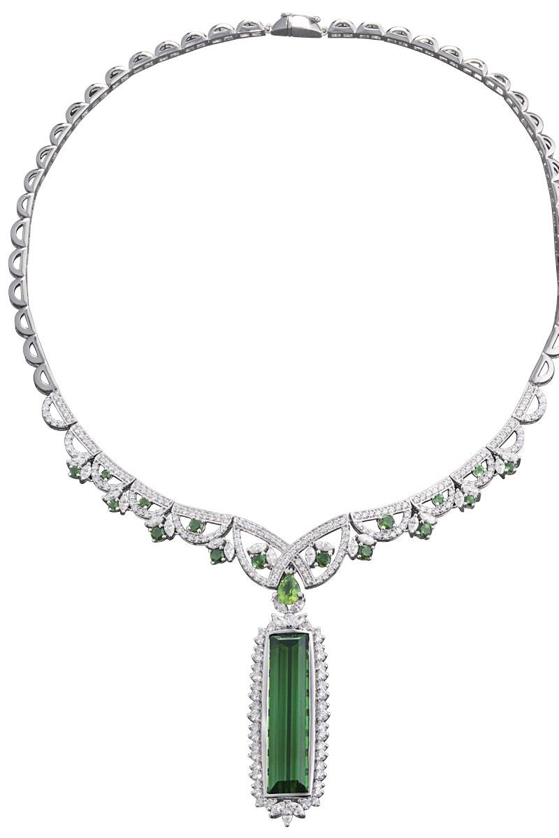 Vòng cổ bằng vàng trắng đính kim cương và đá green tourmaline lớn của CAO Fine Jewellery