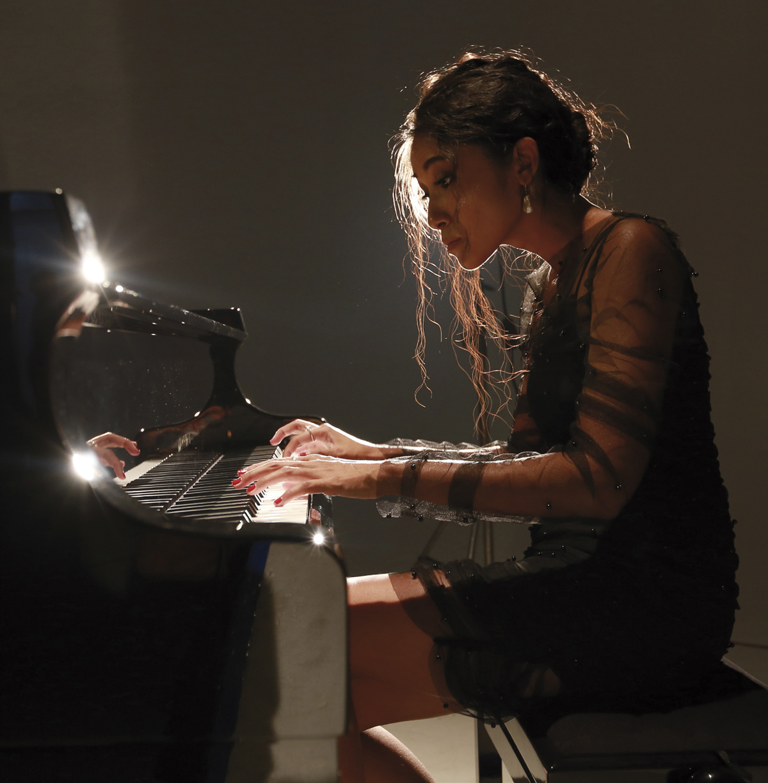 nghệ sỹ dương cầm Vân Anh hình ảnh 1