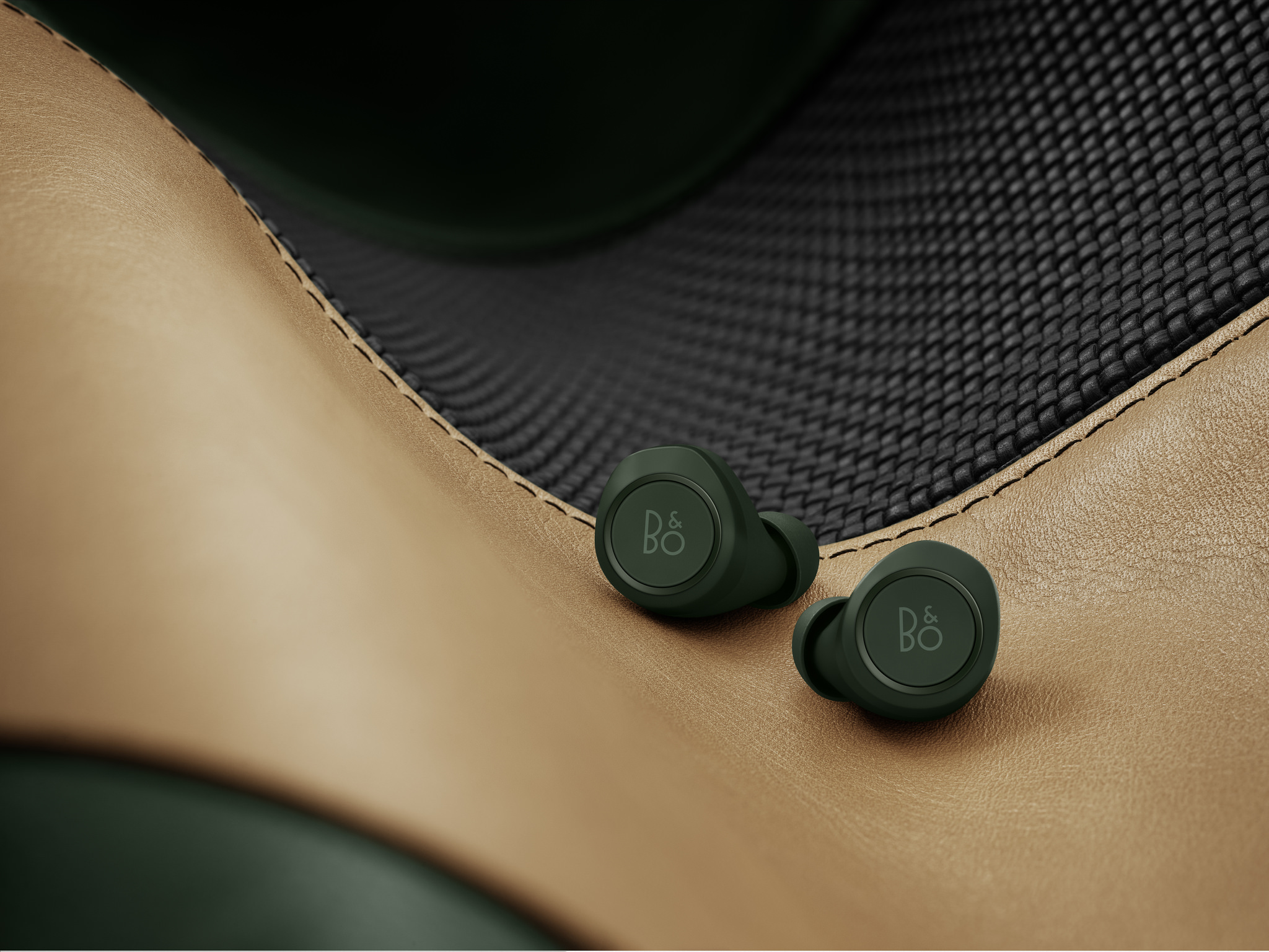 Beoplay E8 Racing Green-01
