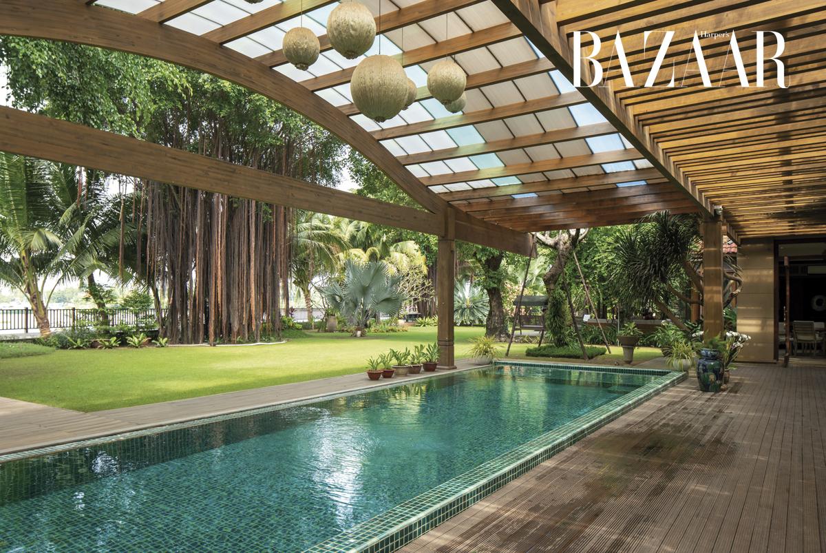 Chi-Cao-Bao-Trâm_swimming-pool