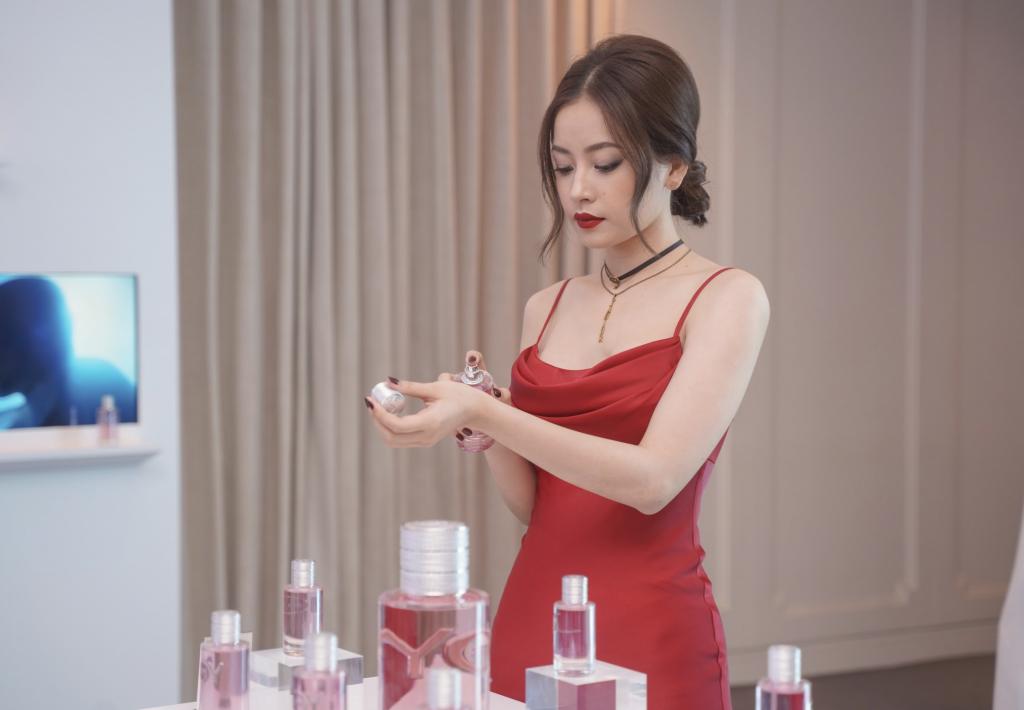 Chi Pu đang trải nghiệm JOY by Dior
