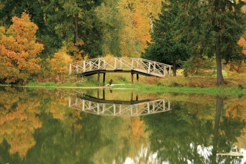 Họa sỹ Rafail Levitsky_Cây cầu gỗ nổi tiếng đặc trưng của Abramtsevo