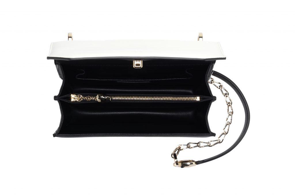 chiếc túi Bvlgari thiết kế dây đeo đầu rắn