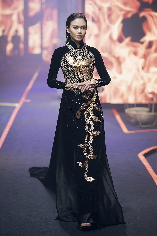 Thanh Hang va Hoang Yen fashion show lon nhat Vietnam hinh anh