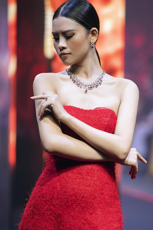 thanh-hang-va-hoang-yen-fashion-show-lon-nhat-viet-nam-hinh-anh-15