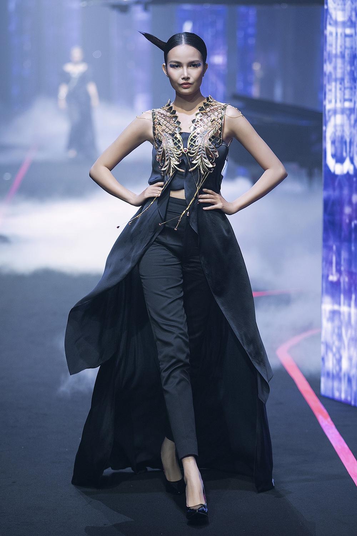 thanh-hang-va-hoang-yen-fashion-show-lon-nhat-viet-nam-hinh-anh-16