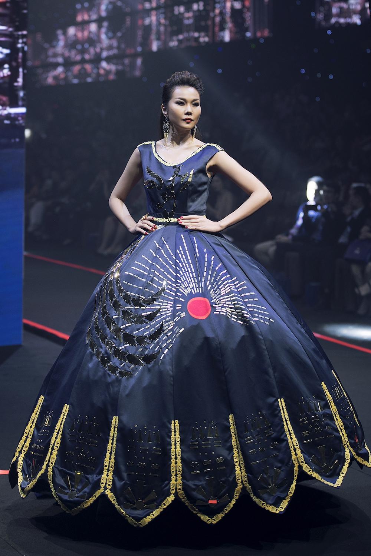 thanh-hang-va-hoang-yen-fashion-show-lon-nhat-viet-nam-hinh-anh-2