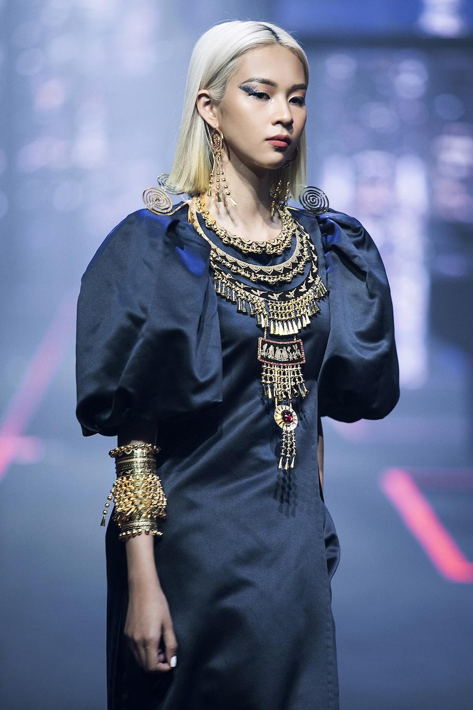 thanh-hang-va-hoang-yen-fashion-show-lon-nhat-viet-nam-hinh-anh-3