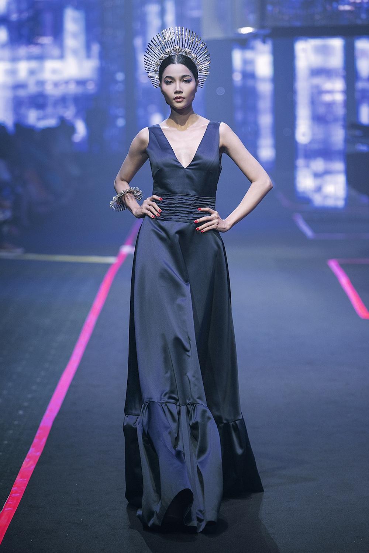 thanh-hang-va-hoang-yen-fashion-show-lon-nhat-viet-nam-hinh-anh-4