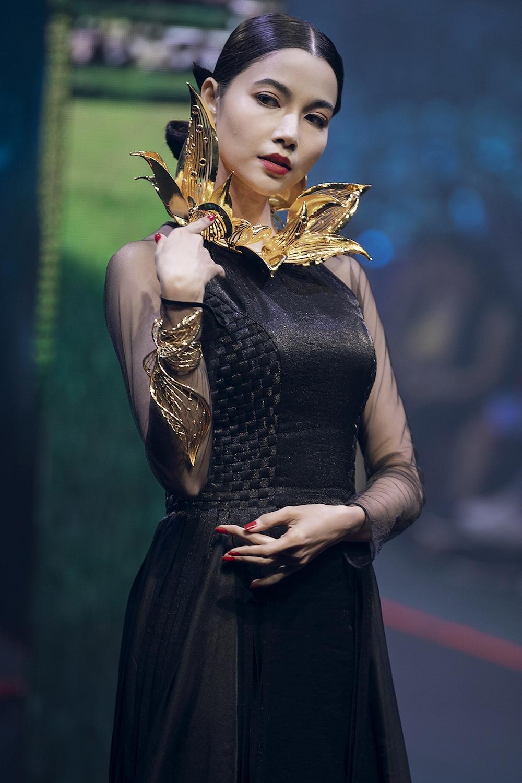 thanh-hang-va-hoang-yen-fashion-show-lon-nhat-viet-nam-hinh-anh-6
