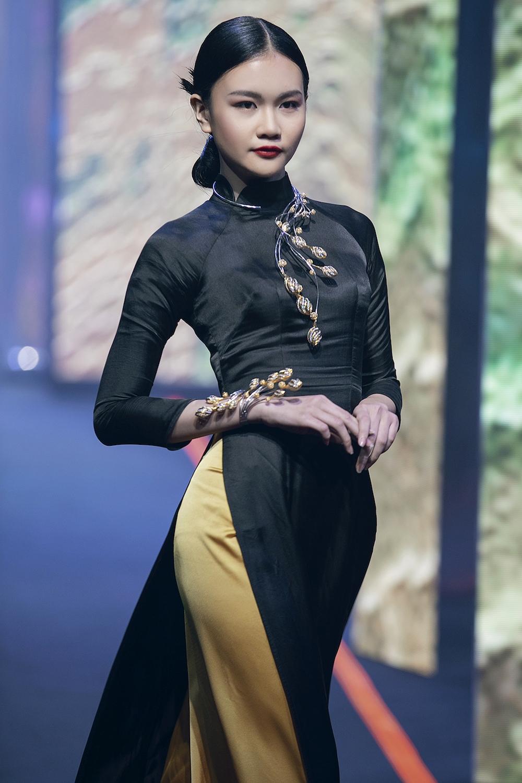 thanh-hang-va-hoang-yen-fashion-show-lon-nhat-viet-nam-hinh-anh-8