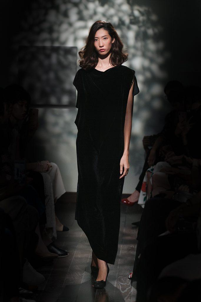 """Nhà thiết kế Li Lam kỷ niệm 10 năm cùng BST """"Lam Paradiso"""" hình ảnh 2"""