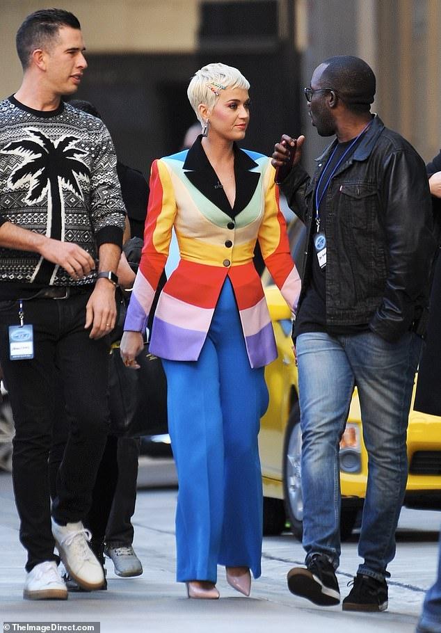 Katy Perry tiếp tục diện thiết kế của NTK Nguyễn Công Trí 2