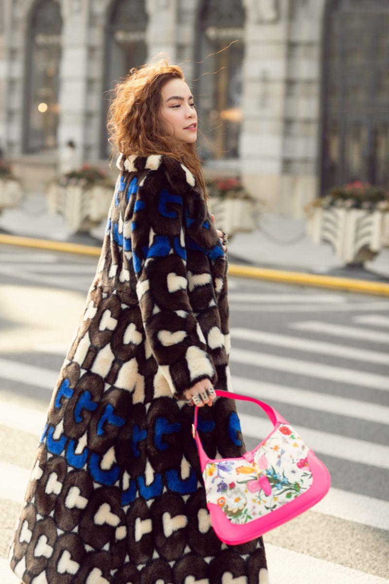 Nữ ca sỹ Hồ Ngọc Hà khoe streetstyle phá cách trên đường phố Thượng Hải hình ảnh 1